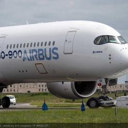 A350_XWB_paint_shop_rollout_7